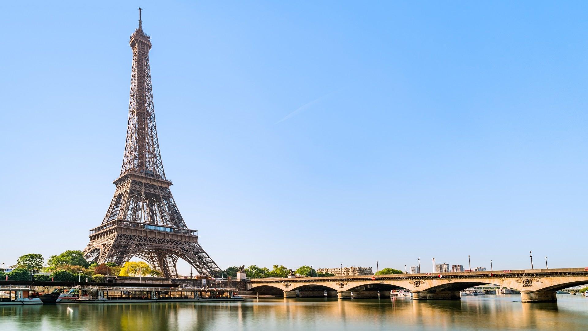 Destination Guide Paris France FCM