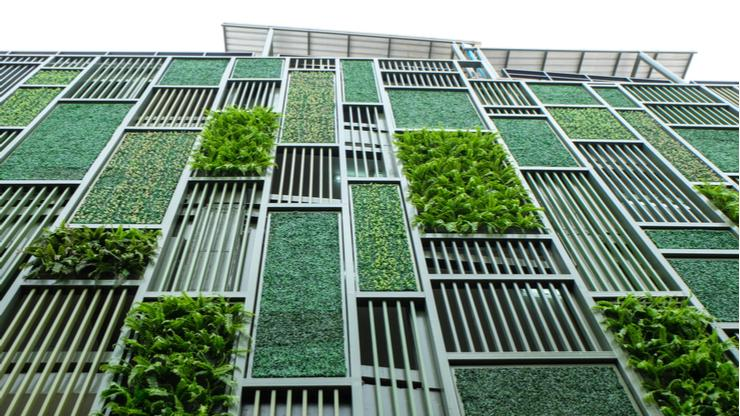 FCM-SUM green business travel - building with vertical garden